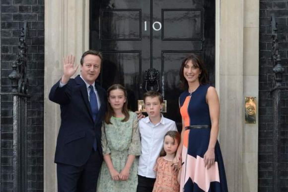 David Cameron y su familia abandonaron la residencia de Downing Street. Foto: AFP.