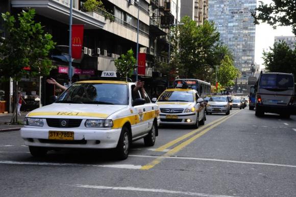Los taxistas continúan con el paro hasta hoy a las 16 horas. Foto: Archivo.