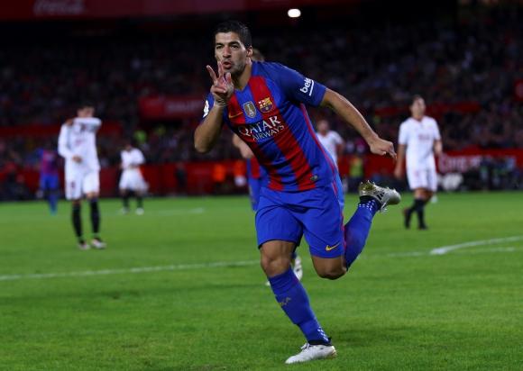 El festejo de Luis Suárez tras su tanto que dio vuelta el marcador. Foto: Reuters