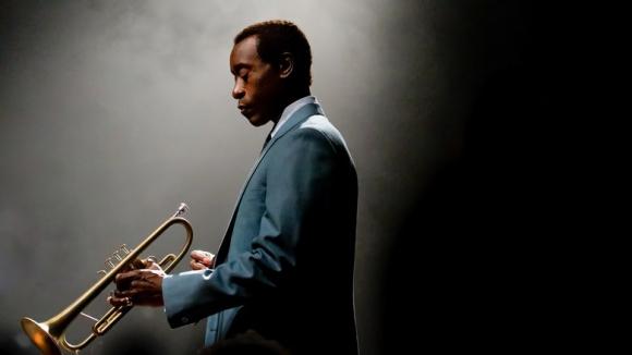 Una historia policial para contar la historia del músico Miles Davis.
