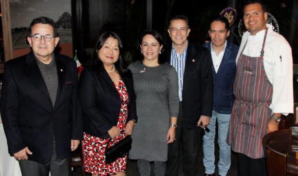 8812: Francisco Arroyo, Embajadora de Japón Keiko Tanaka, Erika Arroyo, José domínguez, José Ley y luis Barocio.