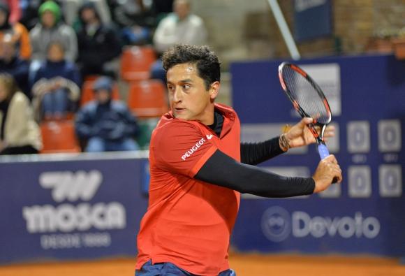 Nicolás Almagro luchó pero sigue en carrera. Foto Uruguay Open