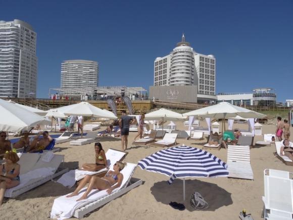 La playa frente al parador OVO Beach es una de las preferidas por los brasileros.