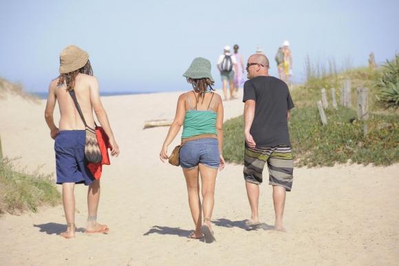 Los sombreros marcan tendencia en los balnearios y son necesarios para el sol.