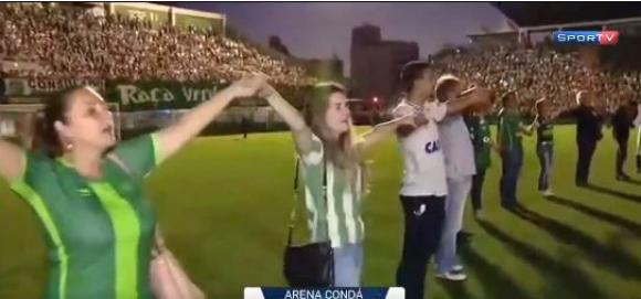 Hinchas del Chapecoense en el estadio. Foto: captura