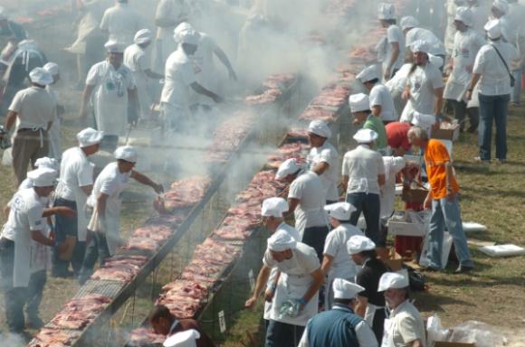 En 2008, Uruguay entró al Guinness por el asado más grande del mundo (Foto: Darwin Borrelli)