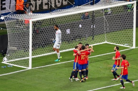 El festejo español en uno de los tantos de Morata. Foto: EFE