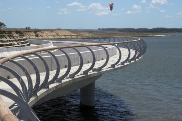 La arquitectura particular del puente Garzón lo hacen un atractivo adicional. Foto: R. Figueredo.