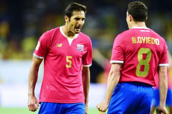 Borges y Oviedo festejan uno de los goles de Costa Rica. Foto: AFP.