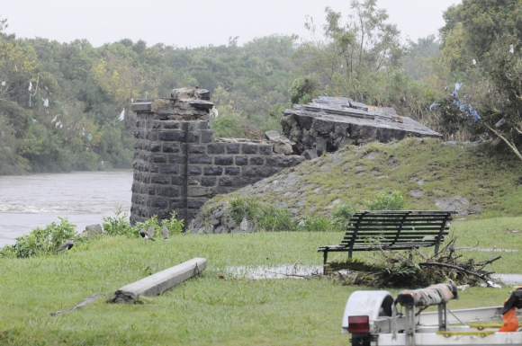 Así quedó el puente luego de la tormenta. Foto. Darwin Borrelli