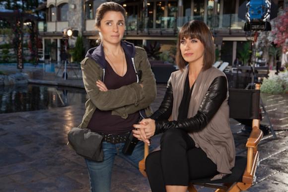 Las productoras de un reality de citas se despiden de la primera temporada.