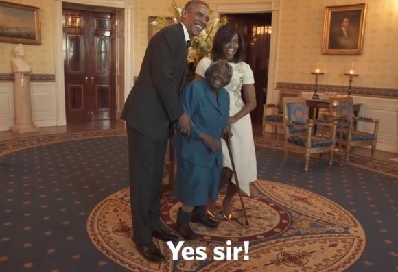 Barack  y Michelle Obama junto a Virginia McLaurin. Foto: Captura de pantalla