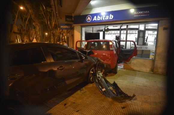 Fuerte choque en Juan Paullier y Canelones. Foto: Gerardo Pérez