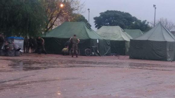 Campamento en el Complejo Deportivo Municipal. Foto: Víctor Rodríguez
