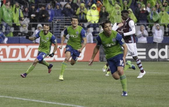 El festejo de Nicolás Lodeiro tras su tanto que puso el 2-1 ante Colorado. Foto: AFP