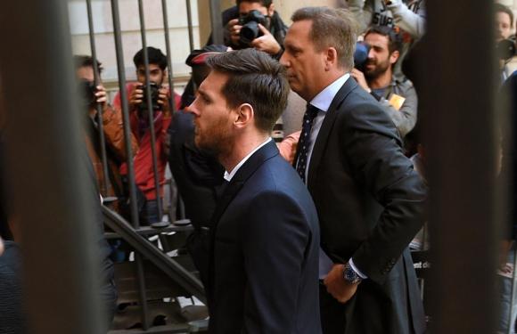 Lionel Messi llega a la sede judicial de Barcelona para declarar. Foto. AFP