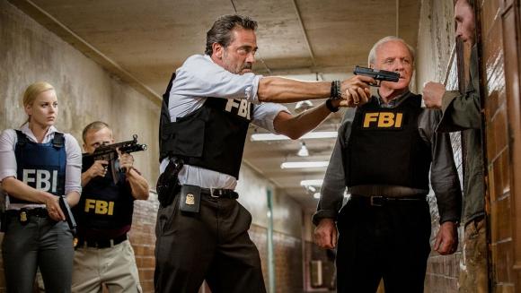 Anthony Hopkins ayuda al FBI a atrapar a un asesino serial.