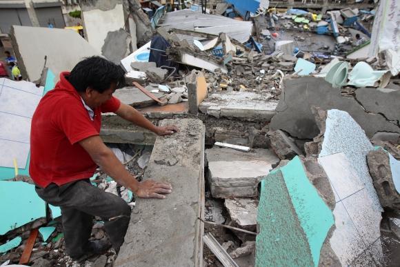Terremoto en Ecuador dejó más de 200 muertos. Foto: EFE
