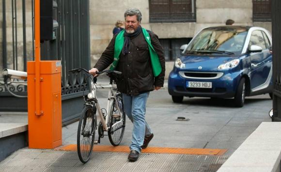 Llegada al Congreso del ecologista Juantxo López de Uralde. Foto: Reuters.
