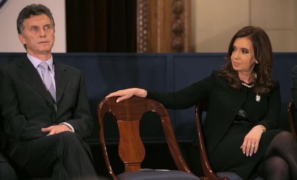 El actual presidente Mauricio Macri y su predecesora, Cristina Fernández. Foto: AFP