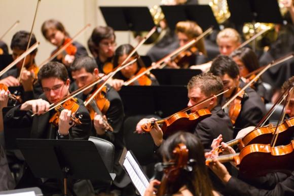 La Orquesta Juvenil del Sodre reúne a unos 300 artistas de todo el país.