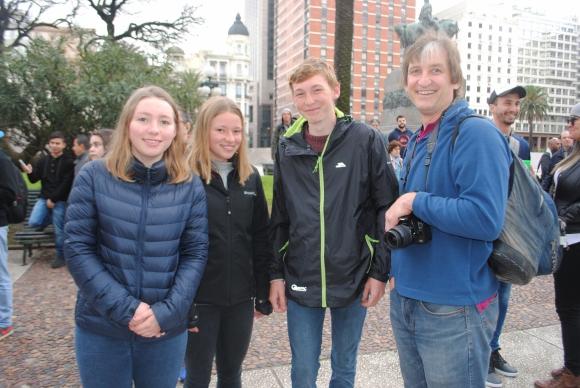Isabel, Natasha, James y Paul Ayton.