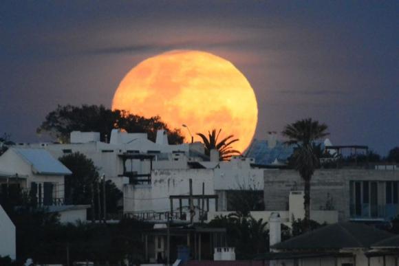 El espectáculo de la superluna. Foto: Ricardo Figueredo