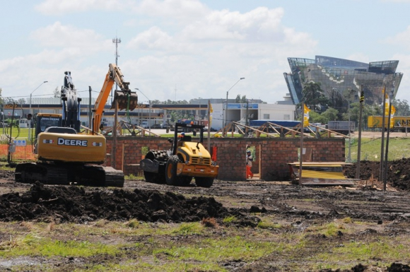Las obras del estadio siguen viento en popa. Foto: Ariel Colmegna