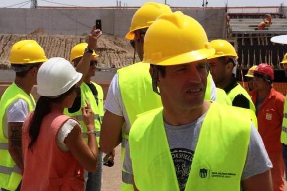 Antonio Pacheco recorre la futura cancha. @leo_sanguinetti