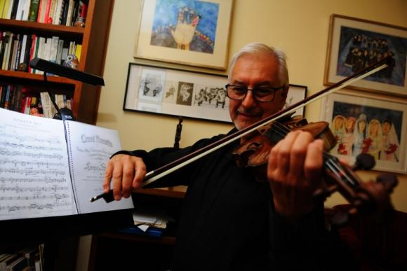 Daniel Lasca, concertino de la Orquesta Sinfónica del Sodre. Foto: Marcelo Bonjour.