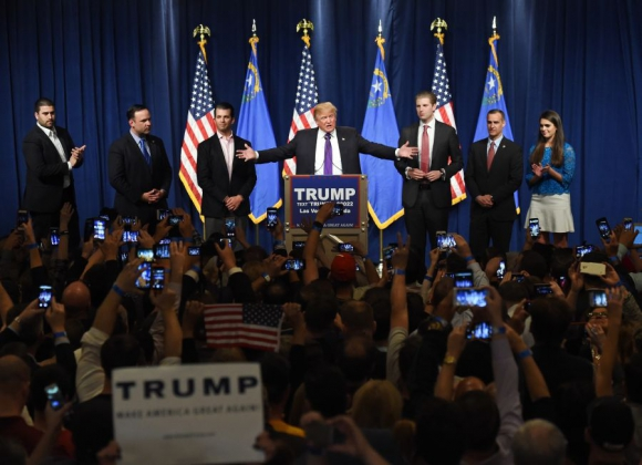 Trump, eufórico, pasó la prueba de Nevada. Foto: AFP.