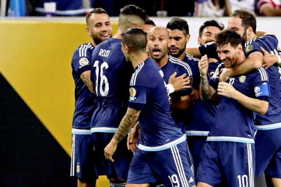 Toda Argentina festejó con Messi su golazo. Foto: AFP.