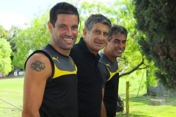 """Símbolos. """"Tony"""" Pacheco, """"Nando"""" Morena y el """"Profe"""" Bengoechea, los tres últimos grandes ídolos de Peñarol; cada uno, y a su manera, marcó una época. Foto: Darwin Borrelli."""