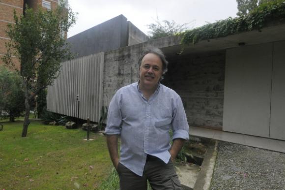 Juan Apolo eligió el hormigón visto como elemento principal para levantar su casa. Foto: Ariel Colmegna
