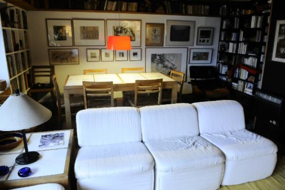 Conrado Pintos creció hacia arriba: transformó su apartamento de Malvín en un dúplex. Foto: Darwin Borrelli.