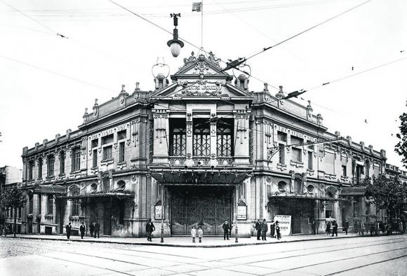 El teatro Urquiza comenzó a construirse en 1903 en Andes y Mercedes. Foto: Centro de Fotografía de Montevideo