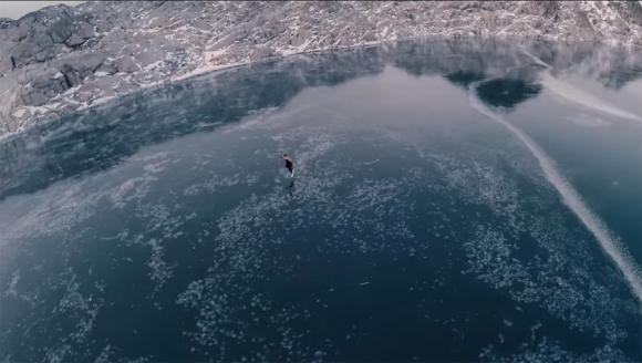 Karina Lazzarotto patina a 1.500 metros de altura en Canadá. Foto: Captura