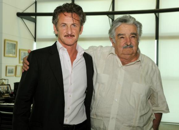 Junto al actor Sean Penn. Foto: Archivo El País