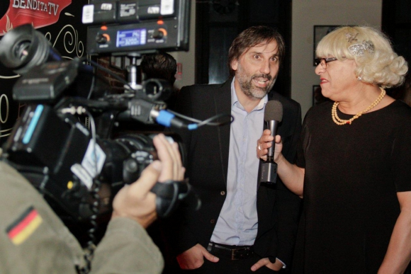 La Doris entrevistando a Luis Castro