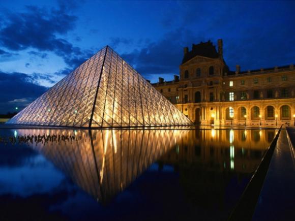 El Louvre, despegado por ahora