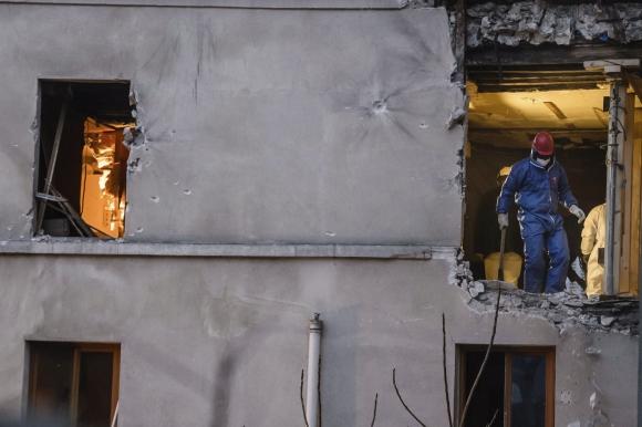 Así quedó el piso en que se escondía quien planeó los atentados en París. Foto: EFE