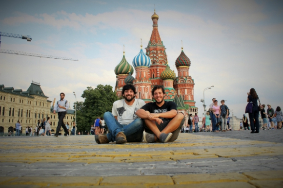 Nicolás y Germán Kronfeld llevan más de dos años viajando; están por empezar su segunda vuelta por Asia.