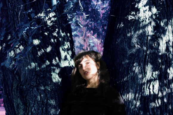 El eterno femenino de una imaginativa pintora
