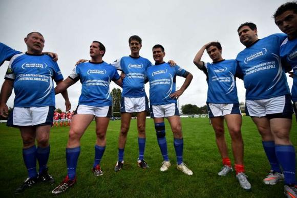 Ex combatientes británicos y argentinos disputaron un partido organizado por Rugby Sin Fronteras. Foto: AFP