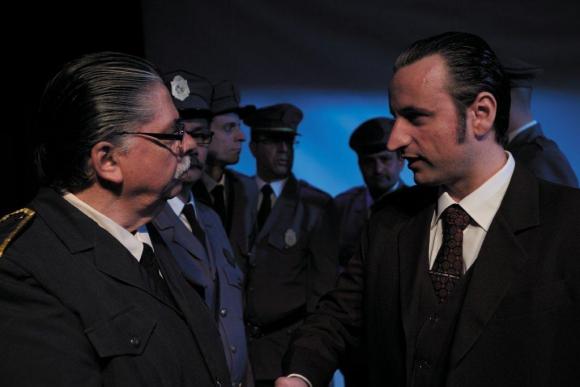 En la obra <i>Liberaij apartamento 9</i> interpreta un personaje siniestro.