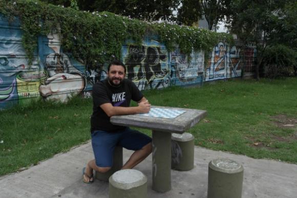 Jesús Fernández es coach de murgueros argentinos que quieren adoptar el estilo uruguayo