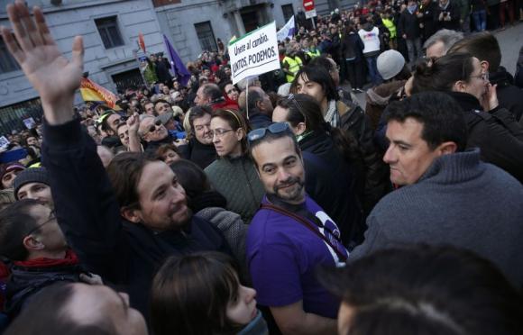 Pablo Iglesias, líder de Podemos, saluda en la