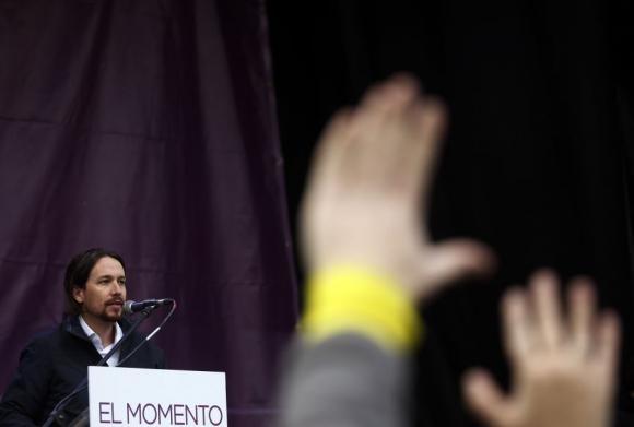 Pablo Iglesias y las manos levantadas, símbolo de su lema