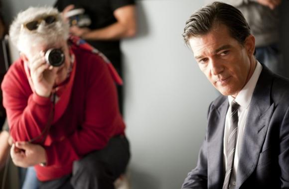 Pedro Almodóvar y Antonio Banderas durante el rodaje de La piel que habito.