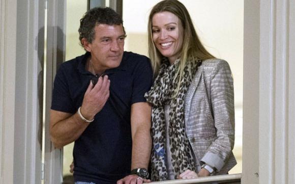 Antonio Banderas y Nicole Kimpel. Foto:peopleenespanol.com.